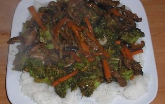 Wołowina z brokułami - stir-fry